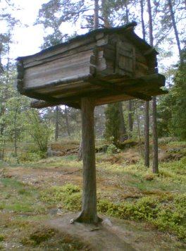 A Finnish bear cache. (source)
